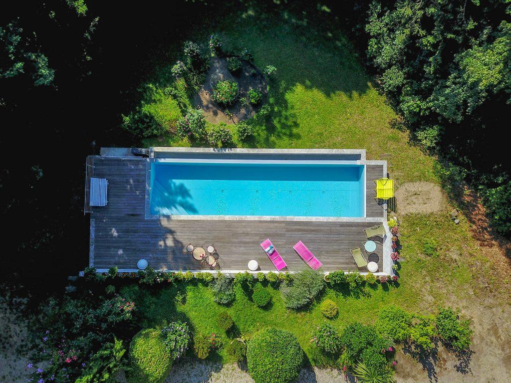 Vue aérienne de la piscine du gite 5*