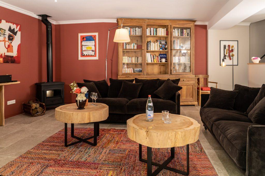 Nos tables basses et notre mobilier en bois pour une touche de nature dans notre salon de notre Gite en Ardèche