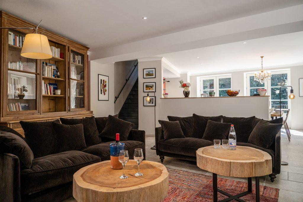 Notre salon donnant sur la cuisine et salle à manger du Gite, au milieu de la nature en Ardèche