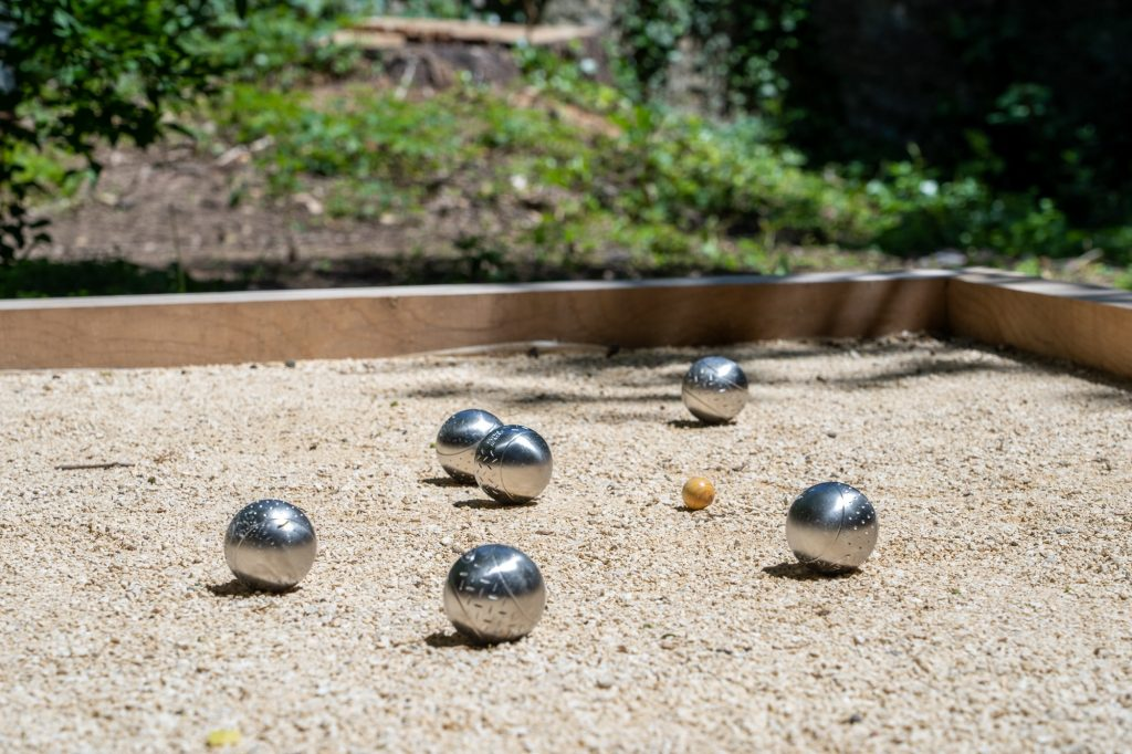 Tirer ou pointer il faut bien choisir, la pétanque divertissement local.